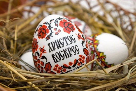 картинки пасхальные яйца в корзине